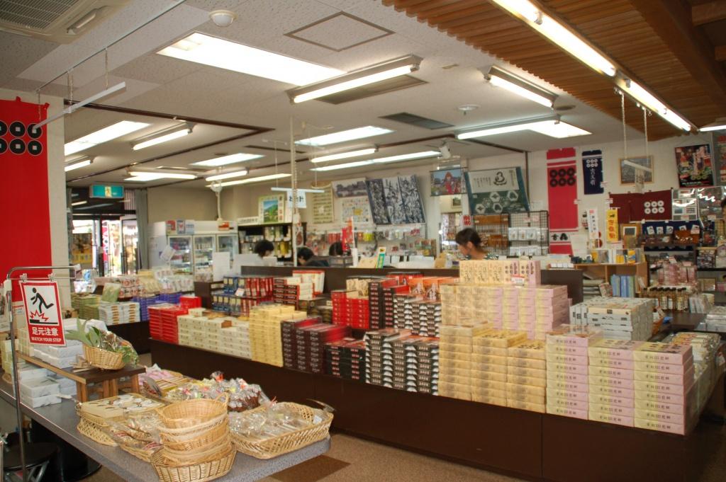上田市観光会館の観光物産館