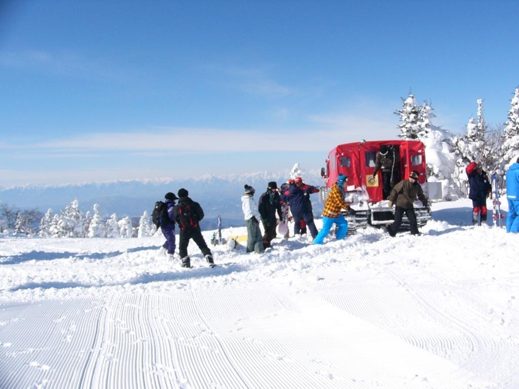 根子岳の頂上とスノーキャット